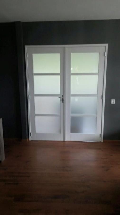 Muren doorbreken en deuren met kozijn plaatsen - Bouwonderneming Zomer