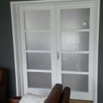 Muurdoorbraak en dubbele deur met kozijn geplaatst