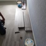 Aanleggen pvc-vloer babykamer